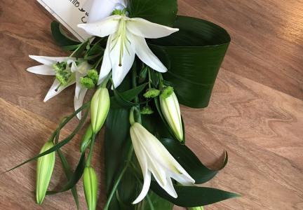 Lösbunden bukett vit lilja