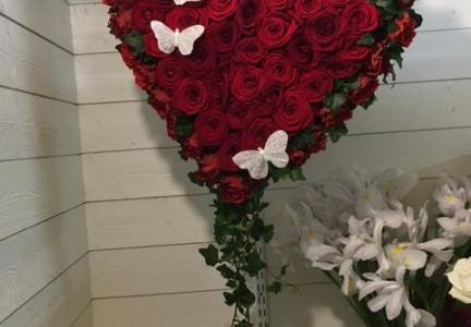 Oasishjärta fyllt med röd ros